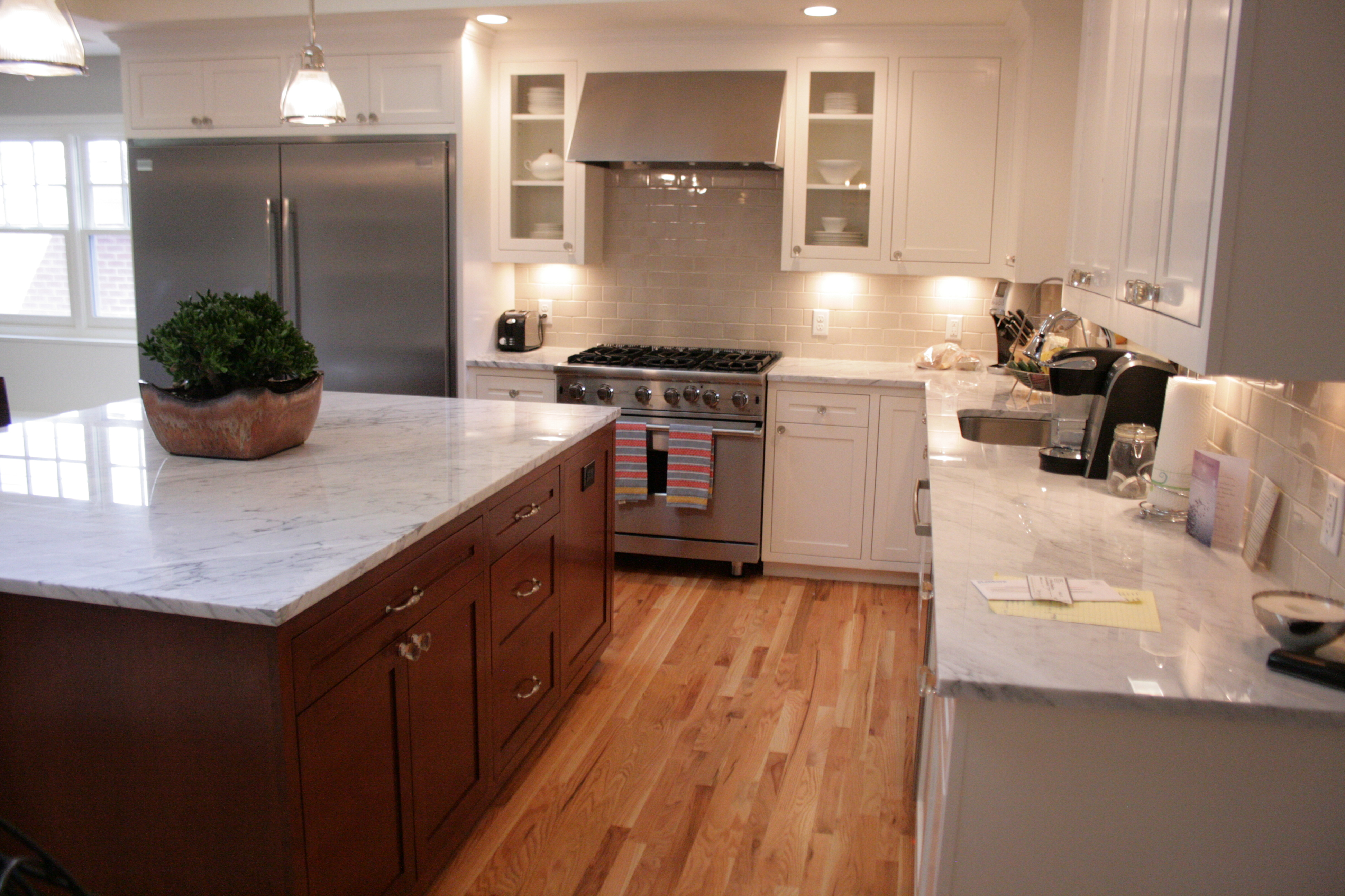 4 Ways to Refinish Your Kitchen Cabinets